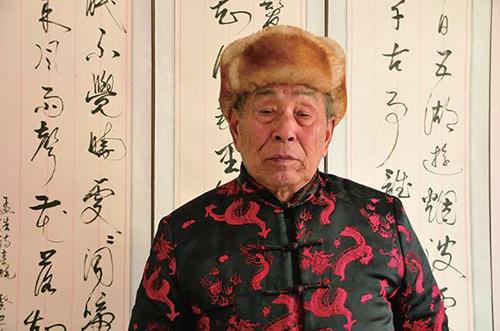 85岁的书法家袁鸿典印象