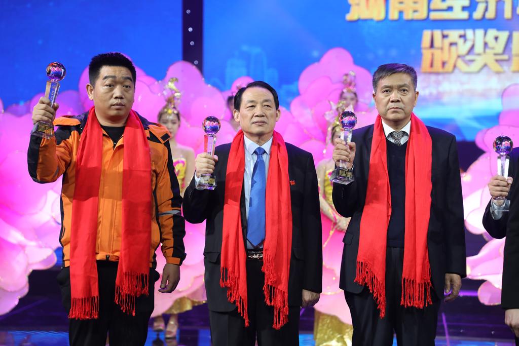 """辅仁药业集团副总裁朱文亮荣获""""第九届河南经济年度人物"""""""