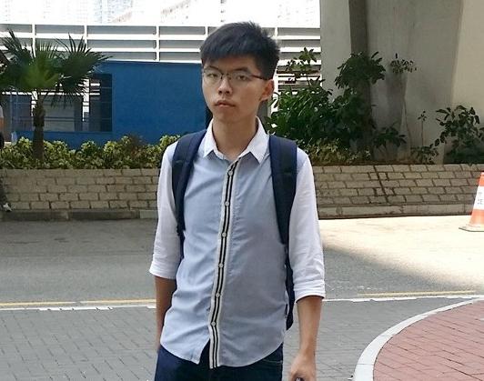 """香港警方证实:""""乱港分子""""黄之锋今早被捕,被控三项罪名"""