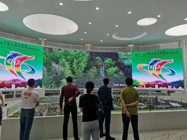 56个民族装机器人亮相郑州龙子湖智慧岛 获赞:有创意,特可爱!