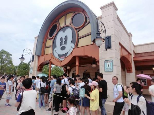 上海迪士尼食品携带细则出炉:禁带整个西瓜、榴莲、臭豆腐等