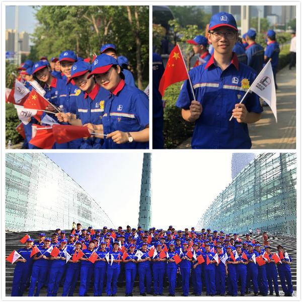 """第十一届全国少数民族传统体育运动会开幕式上闪耀在郑州奥体中心的""""石化蓝"""""""