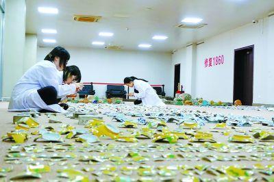 11件圆明园出土文物开始修复 479块碎片拼复康熙龙纹碗