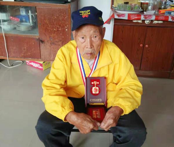 """一战戳死3个鬼子,立过大功的95岁漯河老兵张建钦很""""传奇"""""""