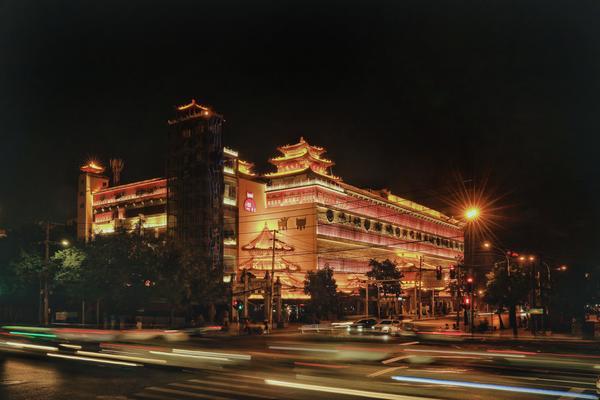 """夜景亮化美如画,郑州开启""""美颜""""模式"""