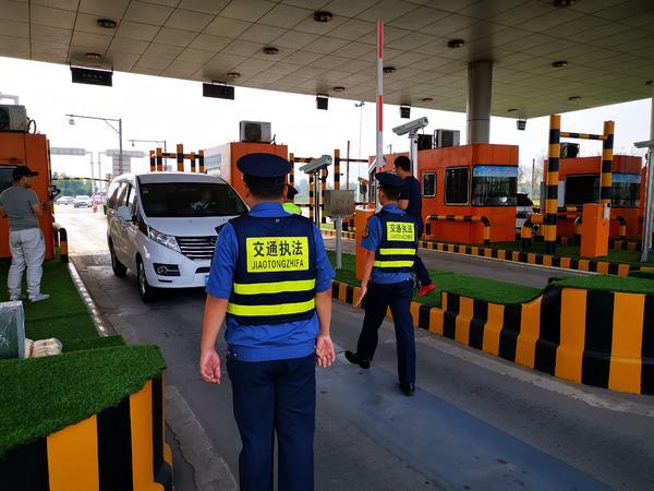 郑汴许三地联合执法,在郑州高速口严查非法营运