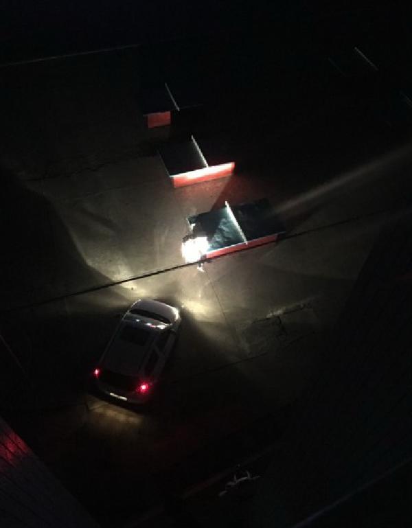 突然遭遇停电,信阳这些老师用汽车大灯照明批改卷子!