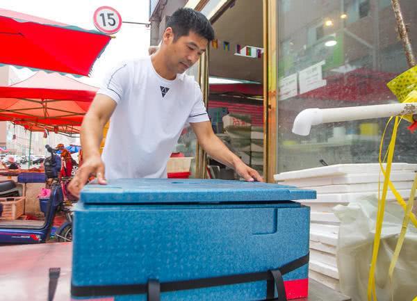 """泡沫箱子""""玩""""出大生意,郑州海鲜市场的这位商户不走寻常路"""