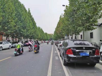 """郑州停车位规划""""傍上""""非机动车道,抢道""""矛盾""""日深,建议错峰停车"""