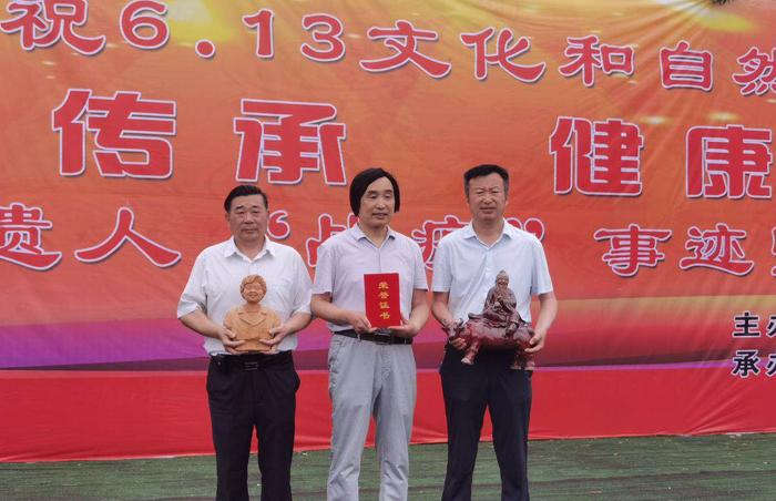 """文化和自然遗产日前夕 郸城""""泥人张""""向周口市博物馆捐赠作品"""