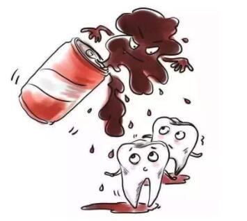 小伙每天喝3瓶可乐患尿毒症晚期 为什么喝饮料不能取代喝水?
