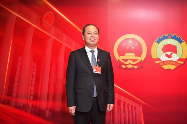 全国人大代表、河南省三门峡市政府市长安伟: 把母亲河建设成绿意盎然的生态河